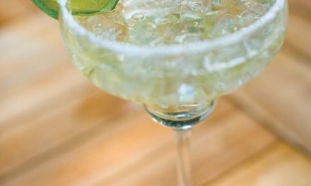 The Classic Margarita | The famous cocktail to celebrate Cinco de Mayo